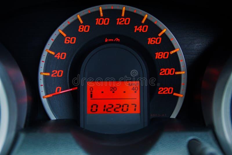 Moderne Autosnelheidsmeter en Verlicht Dashboard stock afbeeldingen