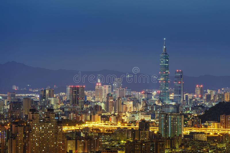 Moderne Bürogebäude im Xinyi Bezirk, einschließlich Taipei 101. Januar 9, 2013 in Taipei, Taiwan Taipei 101 ist derzeit die lizenzfreies stockfoto