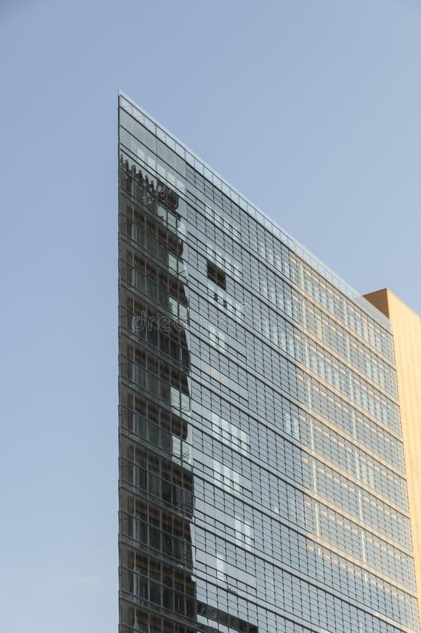 Moderne Bürohausfassade stockbild