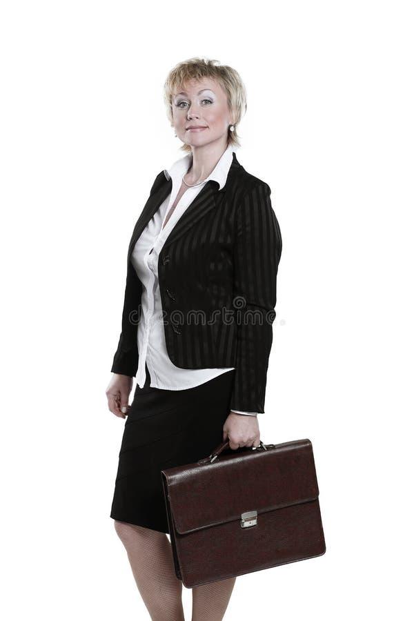 Moderne bedrijfsvrouw met leerportefeuille Geïsoleerd op wit stock afbeeldingen