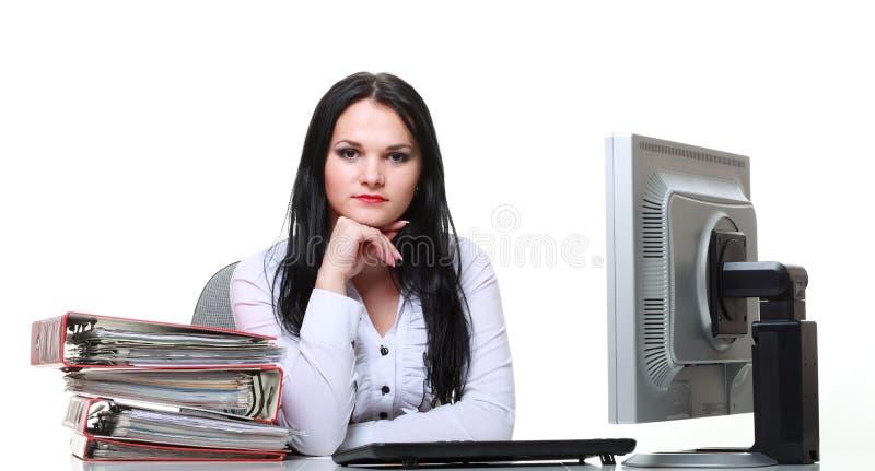 Moderne bedrijfsvrouwenzitting bij bureau royalty-vrije stock afbeelding