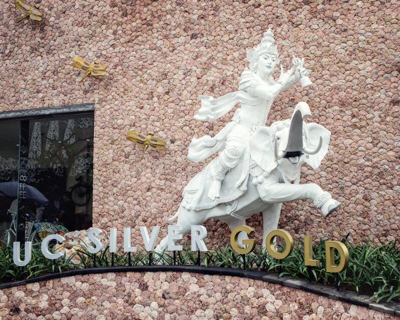 Moderne beeldhouwwerken op het grondgebied van juwelenfabriek royalty-vrije stock foto's