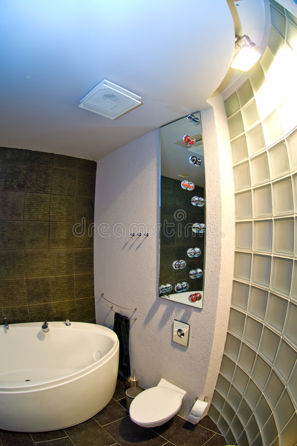 Moderne binnenlandse badkamers   stock afbeelding