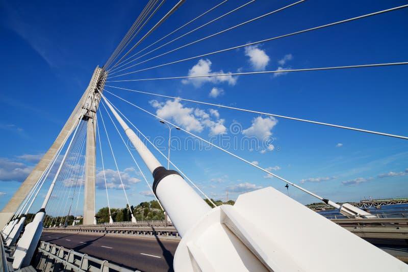 Moderne Brücken-Auszugs-Architektur stockbild