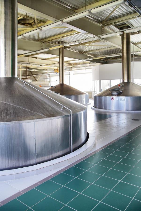 Moderne Brauerei lizenzfreie stockfotografie