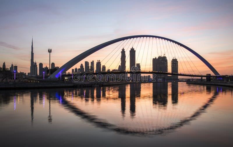 Moderne brug over de Waterweg van Doubai royalty-vrije stock foto