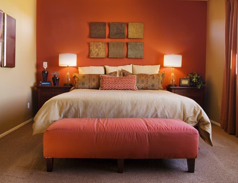 Moderne comfortabele slaapkamer royalty-vrije stock fotografie