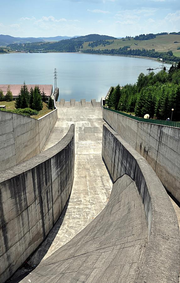 Moderne concrete dam royalty-vrije stock foto's