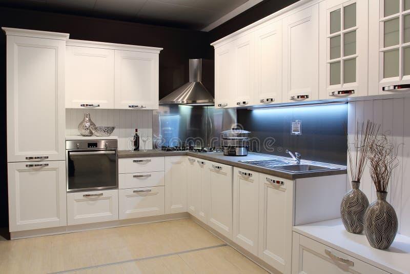 Moderne cremefarbene Küche stockbild. Bild von metall - 39307223