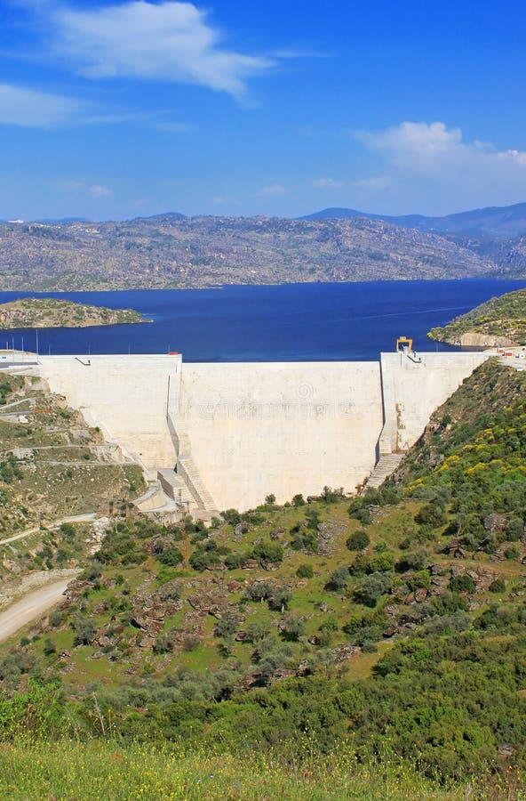 Moderne dam in Turkije royalty-vrije stock afbeeldingen
