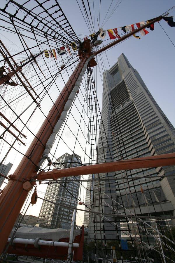 Moderne de bouw en zeilbootmasten stock afbeelding for Moderne bouw