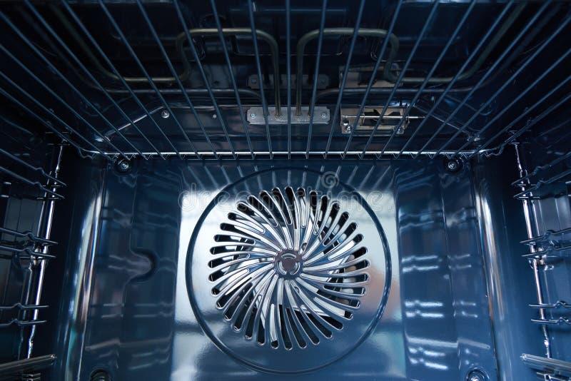 Moderne die oven met ventilator wordt gebouwd stock fotografie
