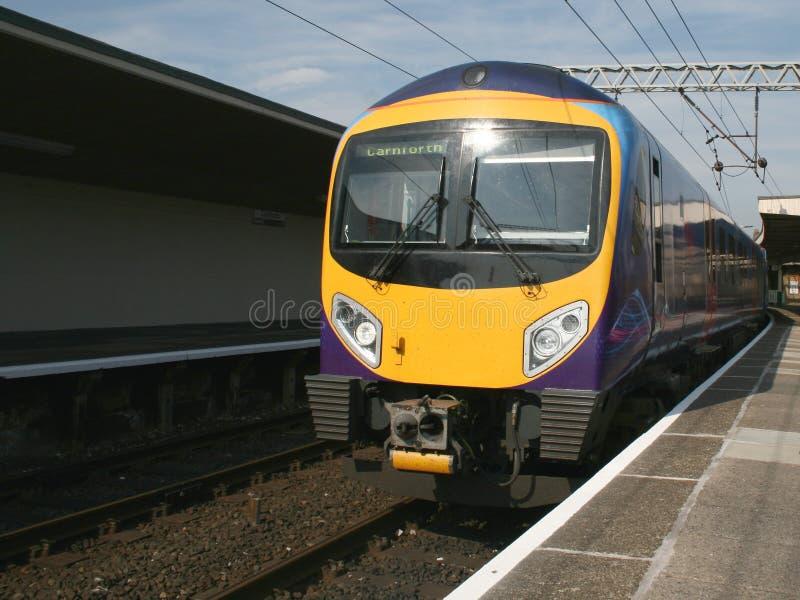 Moderne diesel trein royalty-vrije stock fotografie