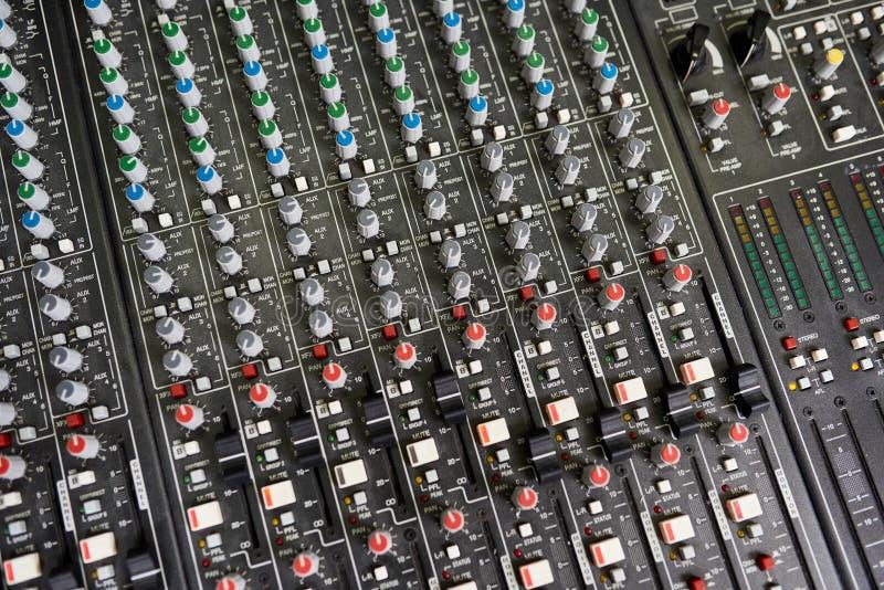 Moderne digitale audiokanaalmixer stock fotografie