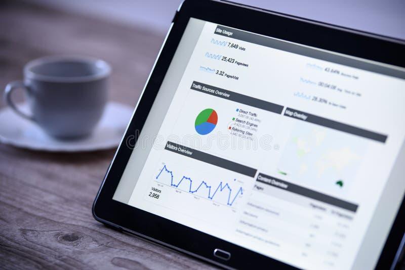 Moderne digitale marketing op de tablet in uitstekende stijl