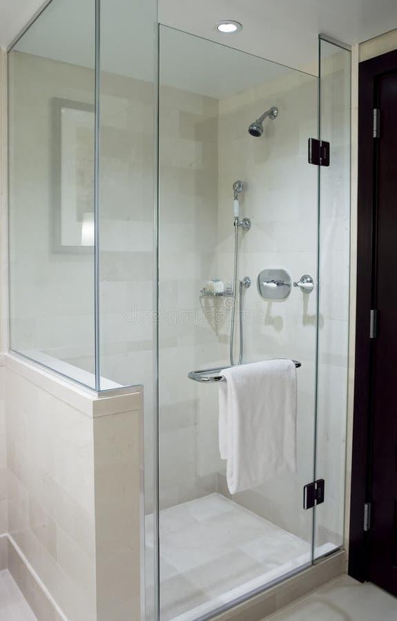 Moderne douche stock afbeeldingen