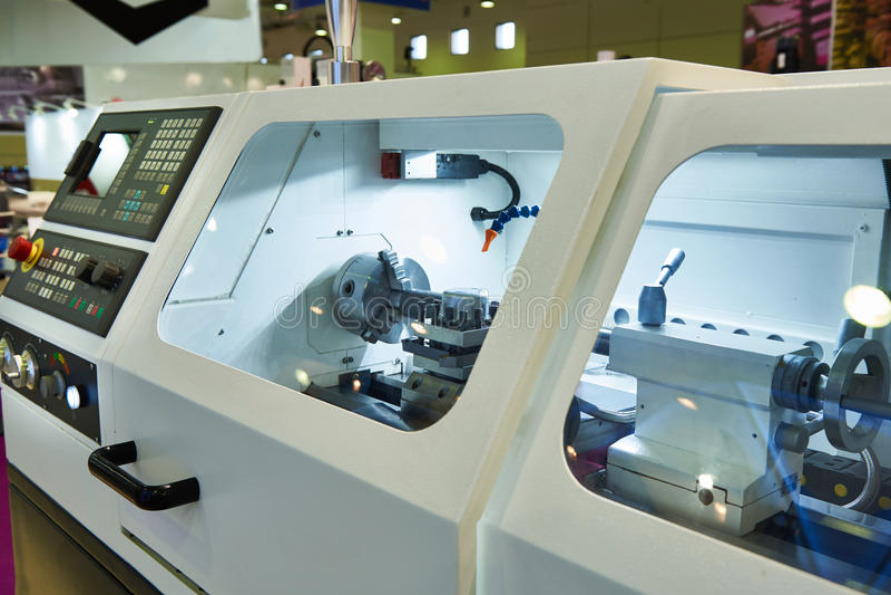 Moderne draaibank met CNC royalty-vrije stock fotografie