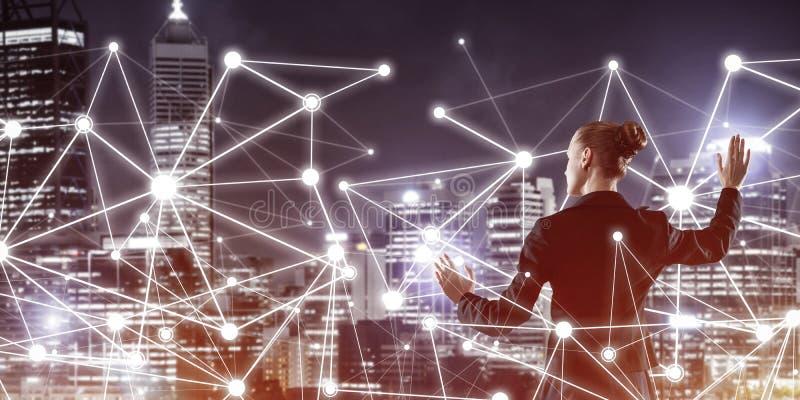 Moderne drahtlose Technologien und Vernetzung als Instrument für effektives Business stockbilder