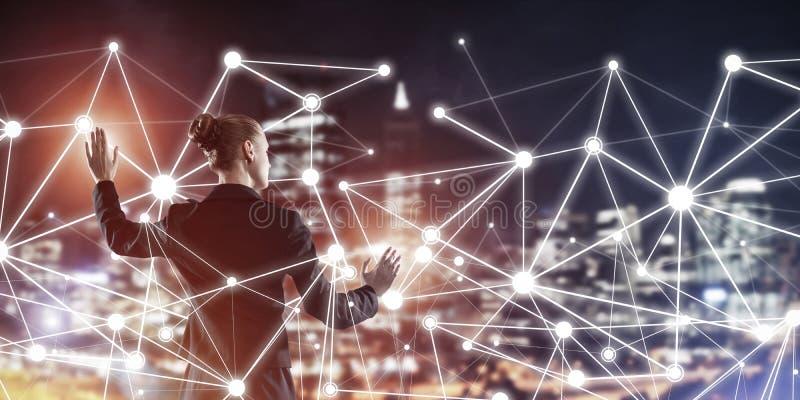 Moderne drahtlose Technologien und Vernetzung als Werkzeug für effectiv lizenzfreies stockfoto