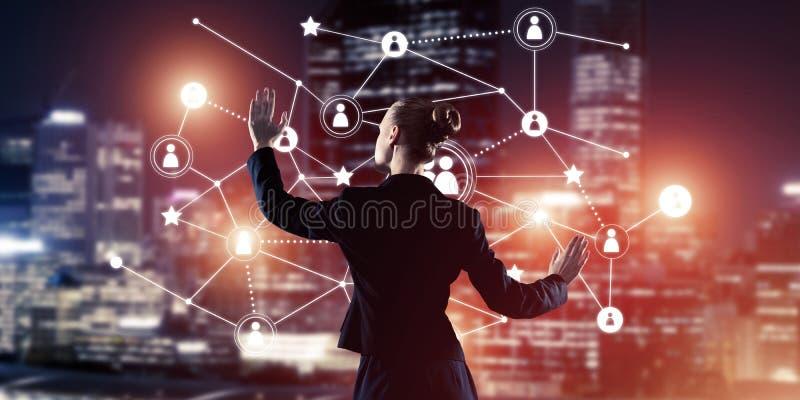 Moderne drahtlose Technologien und Vernetzung als Werkzeug für effectiv lizenzfreies stockbild