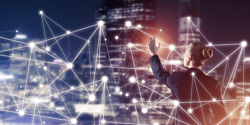 Moderne drahtlose Technologien und Vernetzung als Werkzeug f?r effektives Gesch?ft lizenzfreies stockfoto