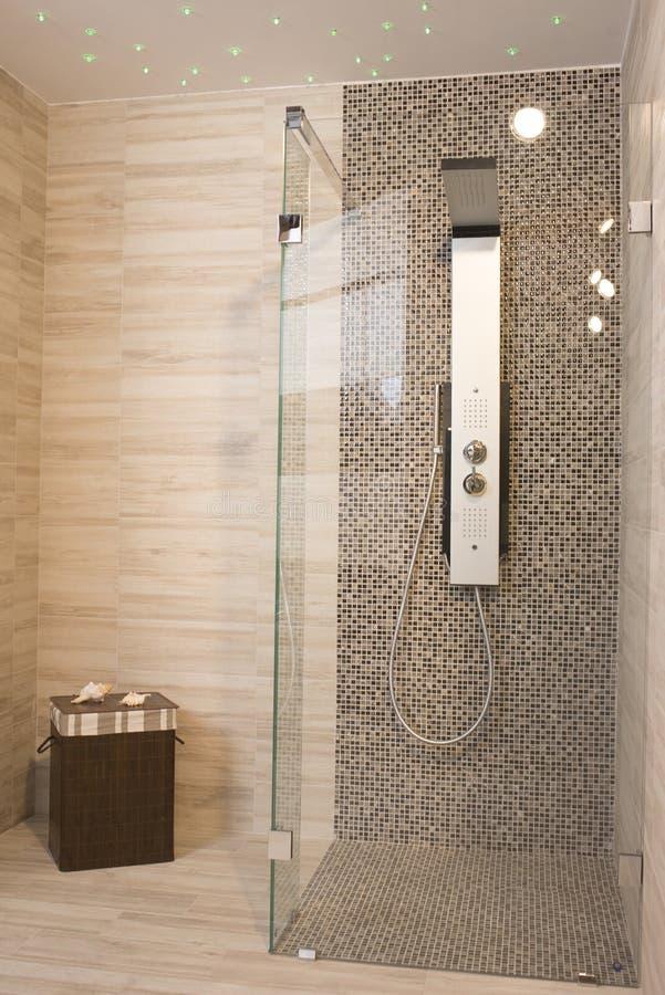 Moderne dusche  Moderne Dusche stockbild. Bild von bunt, inside, badezimmer - 40189741