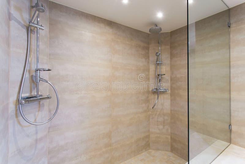 moderne dusche stockbild bild von sauber hahn. Black Bedroom Furniture Sets. Home Design Ideas