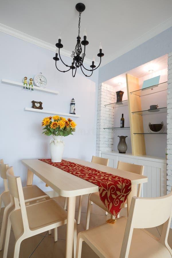Download Moderne eetkamer stock foto. Afbeelding bestaande uit binnenlands - 10776758