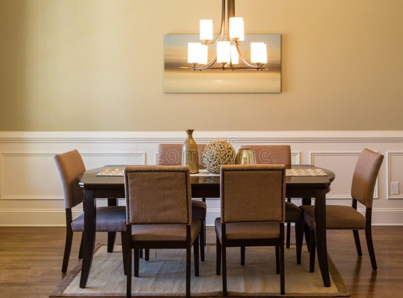 Moderne eetkamer stock afbeelding