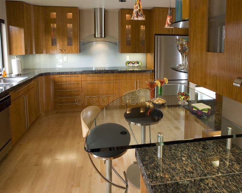 Moderne Eigentijdse Keuken stock afbeeldingen