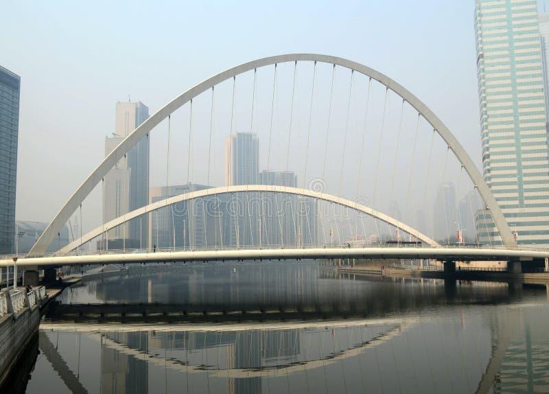 moderne Eisenbrücke lizenzfreies stockbild