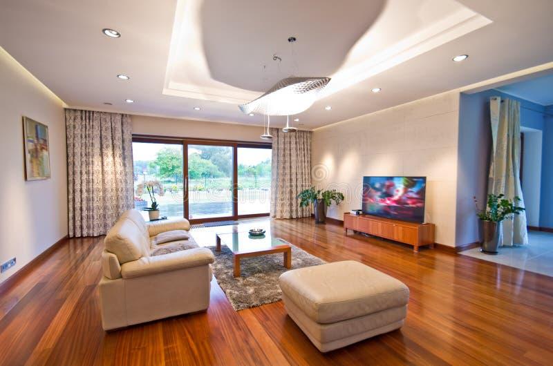 Moderne elegante woonkamer stock afbeeldingen