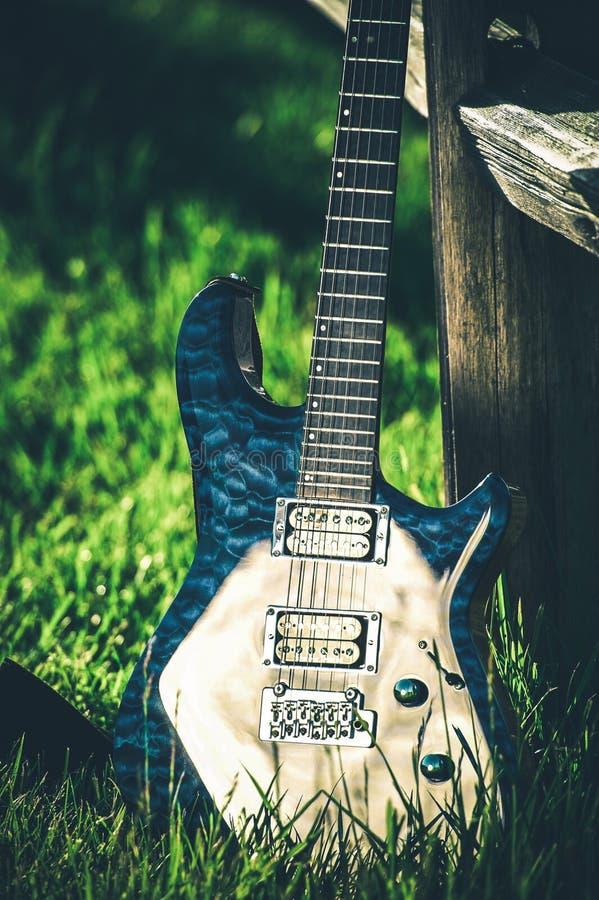 Moderne elektrische Gitarre lizenzfreie stockbilder