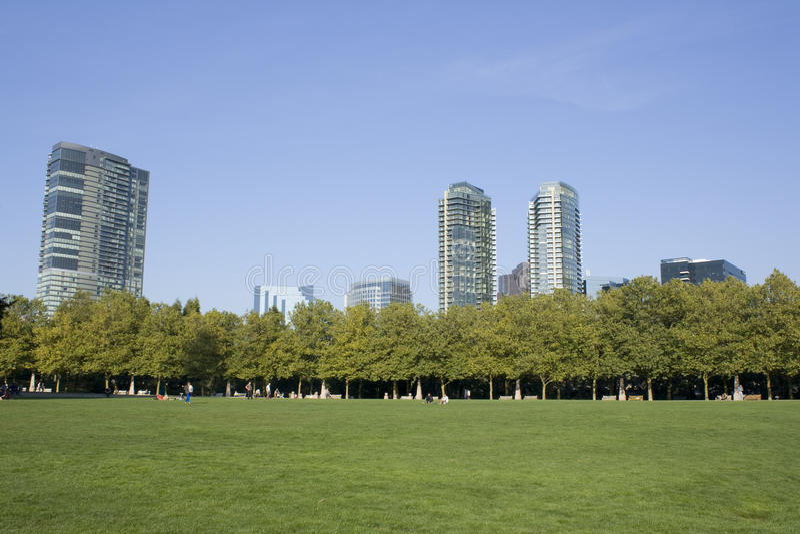 Moderne en groene stad stock afbeeldingen