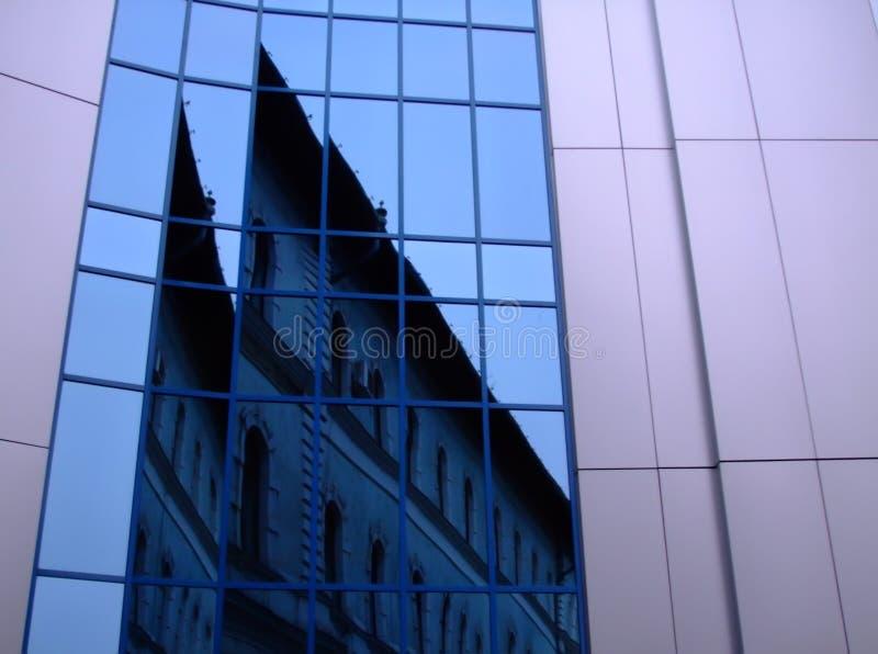Moderne en klassieke arhitecture stock fotografie