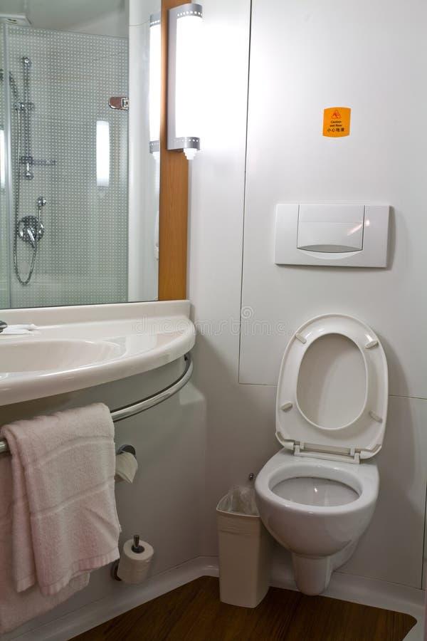 Moderne en praktische badkamers royalty-vrije stock afbeeldingen