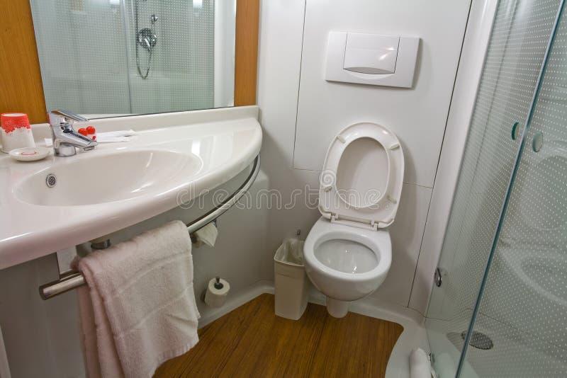 Moderne en praktische badkamers royalty-vrije stock foto