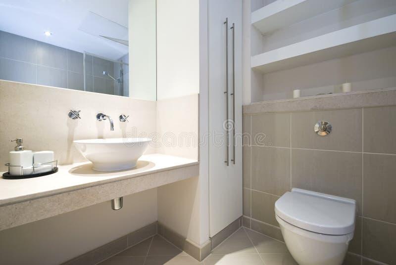 Moderne Engels-reeksbadkamers royalty-vrije stock afbeeldingen