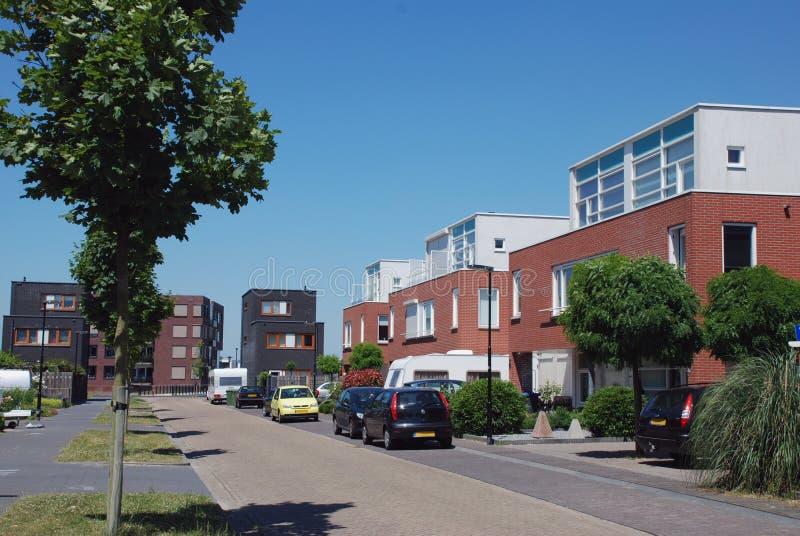 Download Moderne familiehuizen stock foto. Afbeelding bestaande uit bouw - 10775088