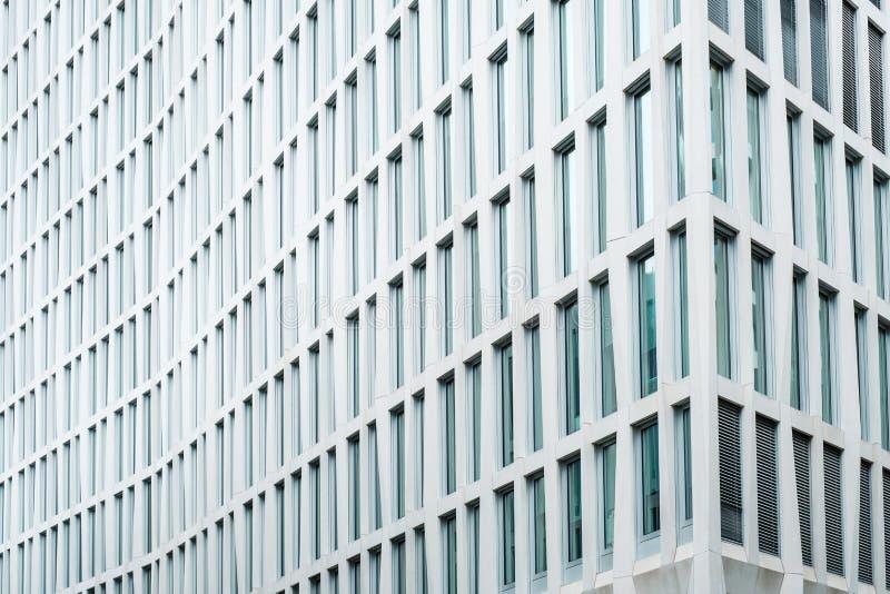 Moderne Fassade von corprate errichtend im im Stadtzentrum gelegenen Geschäftsgebiet lizenzfreie stockfotos