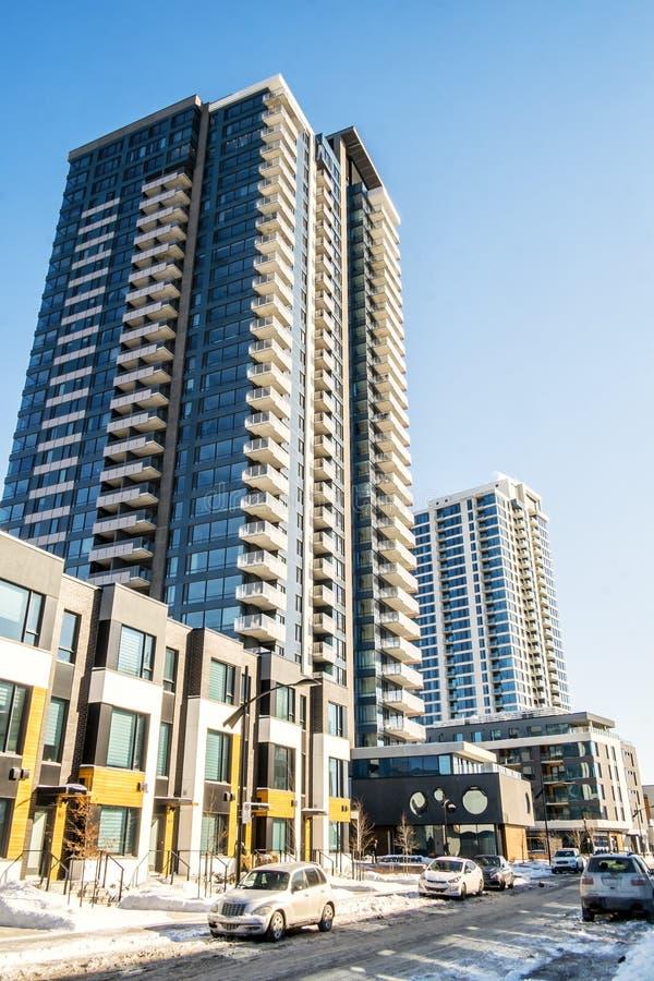 Moderne Flatgebouwen met koopflats royalty-vrije stock foto