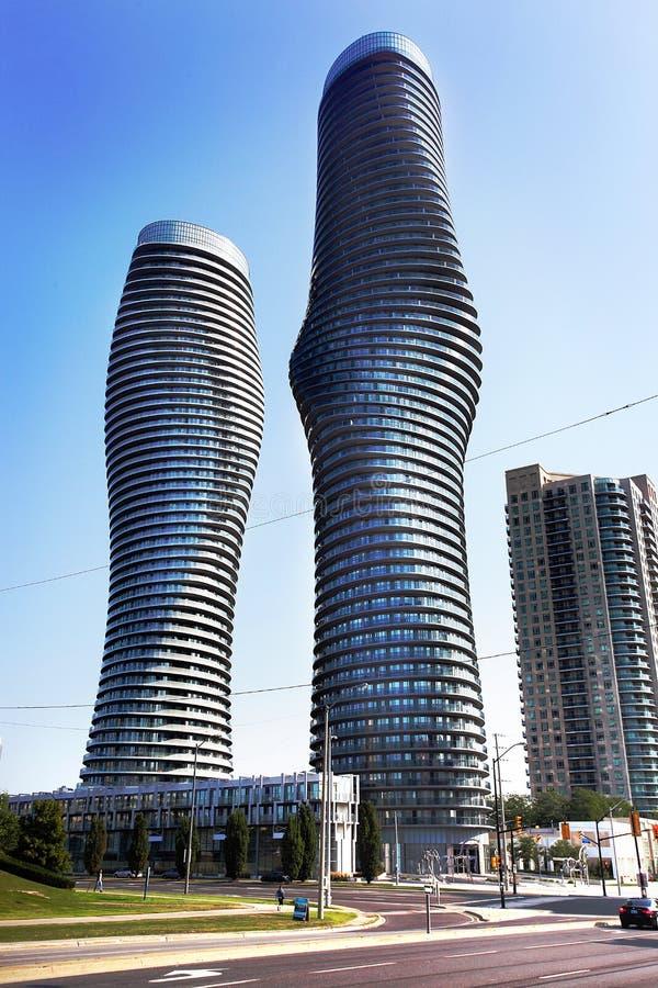 Moderne flatgebouwen met koopflats in Mississauga, Ontario Canada royalty-vrije stock afbeelding