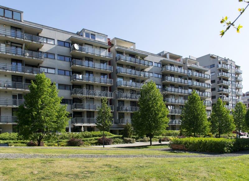 Moderne Flats/Flatgebouw royalty-vrije stock afbeelding