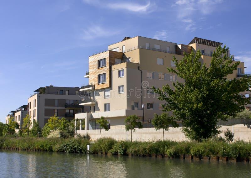 Moderne Gebäude lizenzfreies stockbild