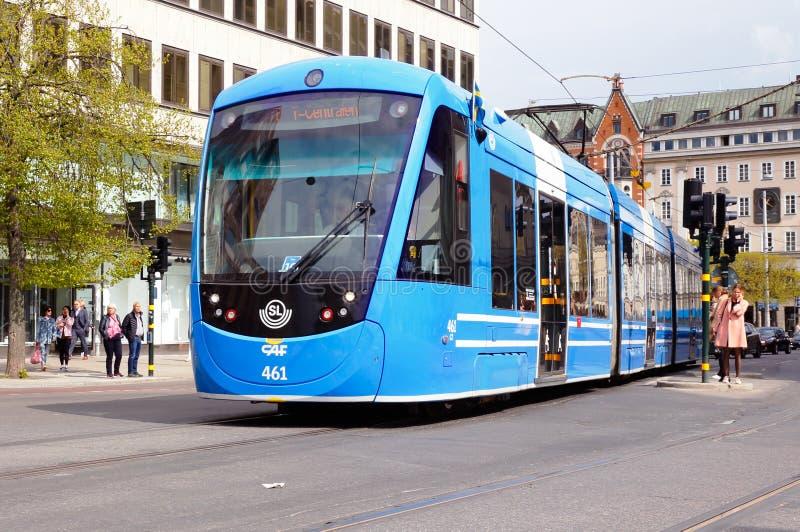 Moderne gegliederte Tram lizenzfreies stockfoto