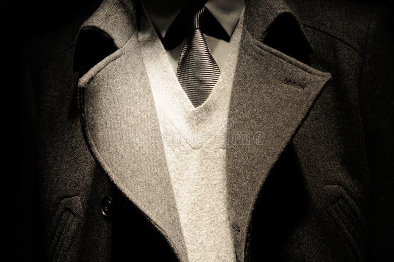 Moderne Geschäftsmannklage mit Gleichheit stockfotos