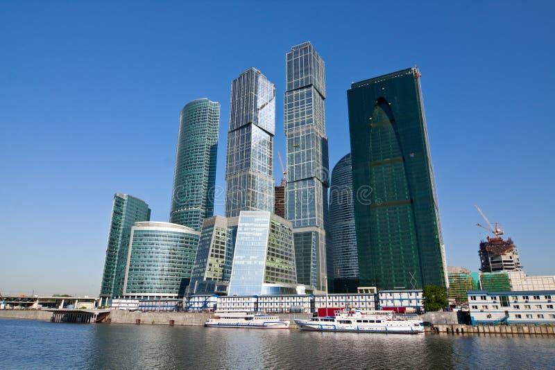 Moderne Geschäftswolkenkratzer in der Moskau-Stadt lizenzfreie stockfotos