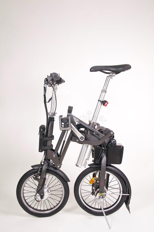 Moderne gevouwen die e-fiets op witte achtergrond wordt ge?soleerd royalty-vrije stock foto
