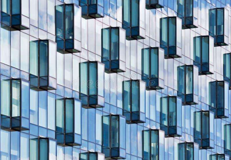 Moderne Glasfassade lizenzfreie stockbilder