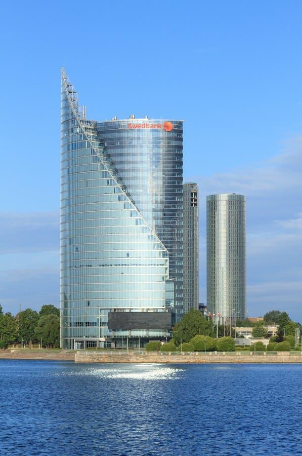 Moderne glaswolkenkrabber van Swedbank-bureau in Riga royalty-vrije stock fotografie